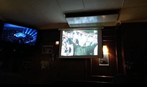 Doble pantalla para los días en que coincide el Atleti y el Madrid