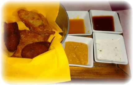 Tabla de croquetas, jalapeños y  fingers de queso (un clásico).